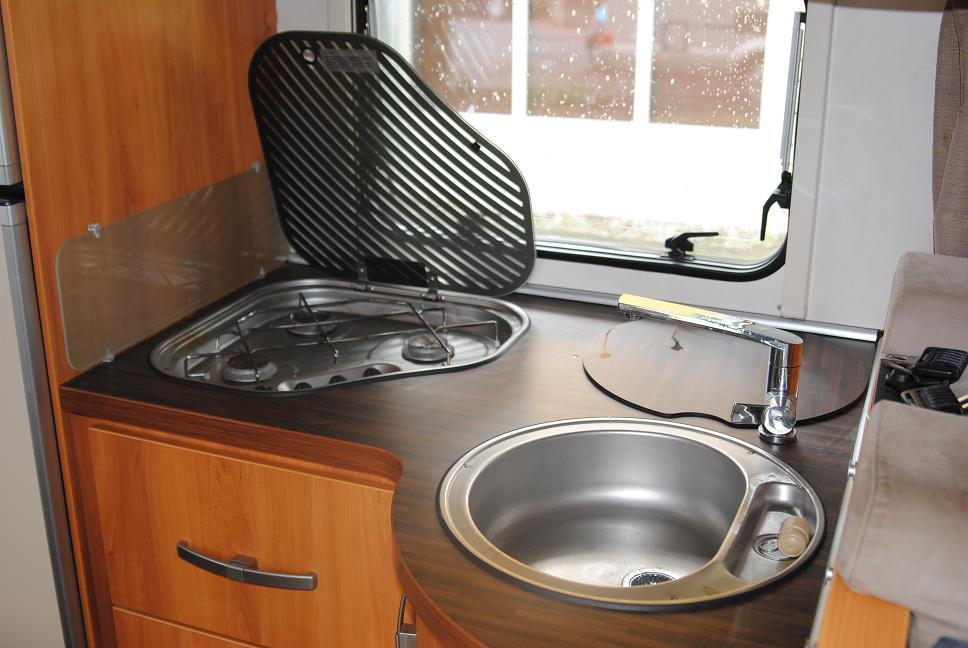 Luxe hymer camper huren oosterwolde keuken noorderzon campers