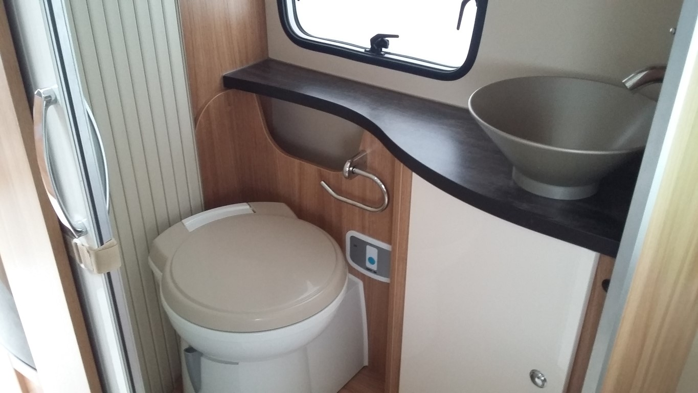 Incredible Chausson Flash 718 Camper Toilet Noorderzon Campers Gmtry Best Dining Table And Chair Ideas Images Gmtryco