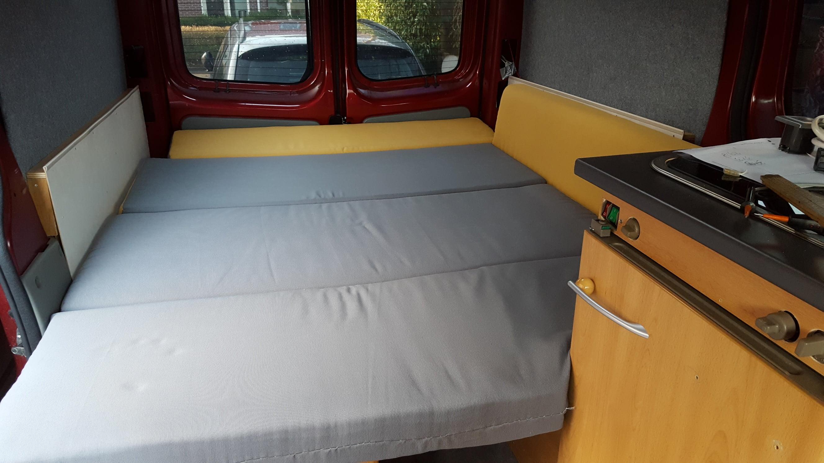 Renault Trafic Buscamper Bed Noorderzon Campers